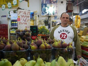 """Yummy figs from an Israeli market, when all I had to say was """"put it on the tab please!"""""""