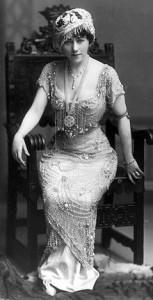 220px-Edna_Wallace_Hopper_1910