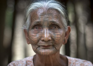 Meet-the-Last-Tattooed-Women-of-Burma1